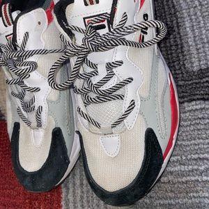 Cute STYLISH FILA shoes size 8.5